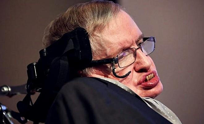 Doktorların 30 yaşını göremez dediği Stephen Hawking 75 yaşına bastı