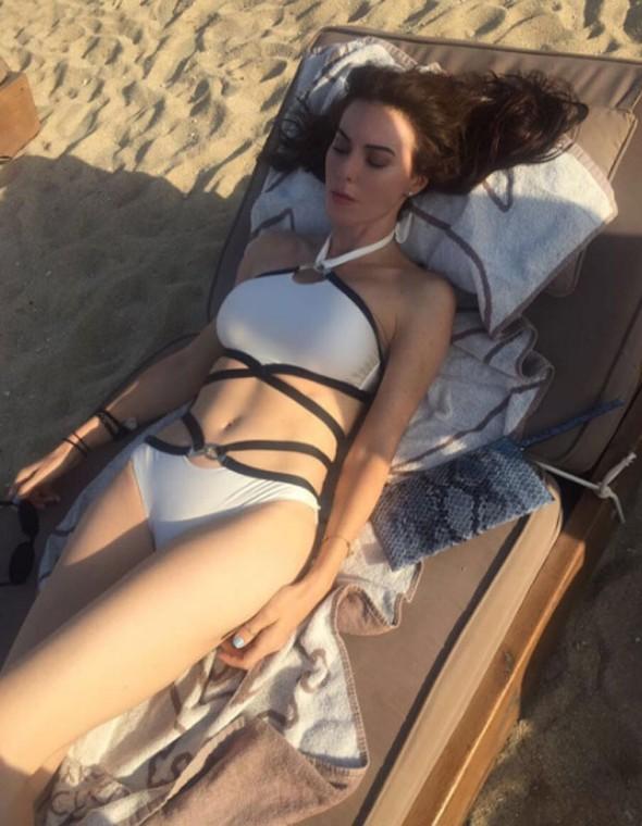 defne-samyeli-bikini
