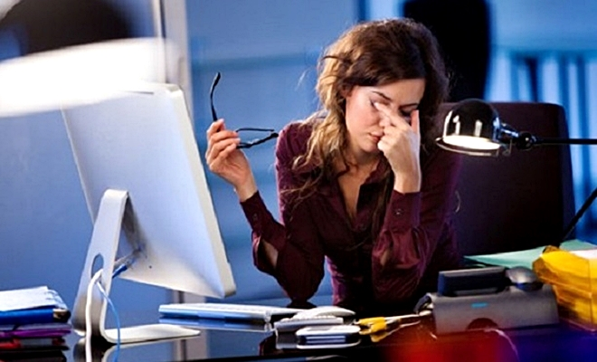 İŞTE! Uzun süre bilgisayara bakanlar için göz egzersizleri