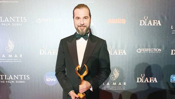 Engin Altan Düzyatan'a Dubai'den 'uluslararası oyuncu' ödülü 1