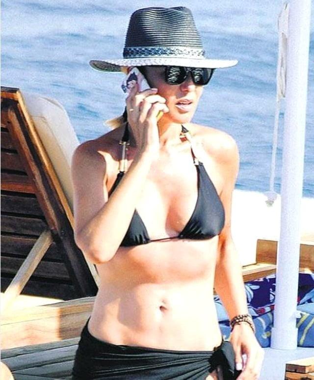 Gülben Ergen sıcak havalara özlemini bikinili fotoğrafıyla dile getirdi 1