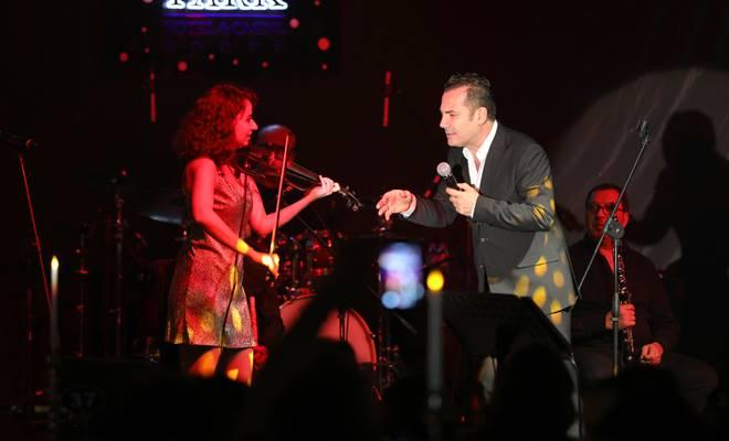 Ferhat Göçer, 23 Nisan'ı sahnede kutladı 1