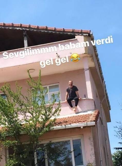 Vildan Atasever nişan haberini komik bir balkon fotoğrafıyla duyurdu 1