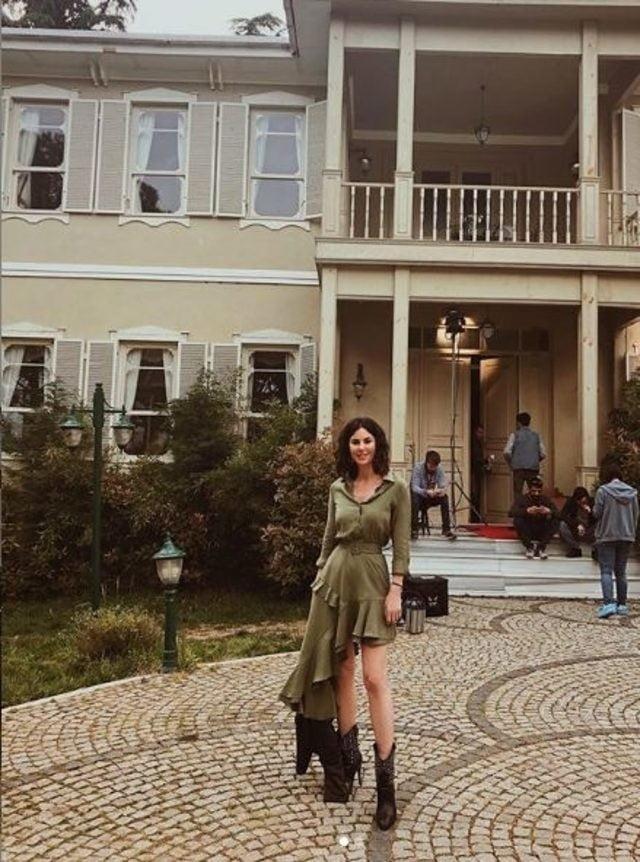 Defne Samyeli'nin İstanbullu Gelin setinde paylaştığı fotoğraf olay oldu 1